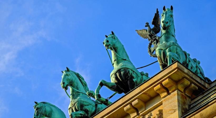 Cette sculpture symbolise la rencontre des quartiers de Treptow, Kreuzberg et Friedrichshain. 123RF/RICUL
