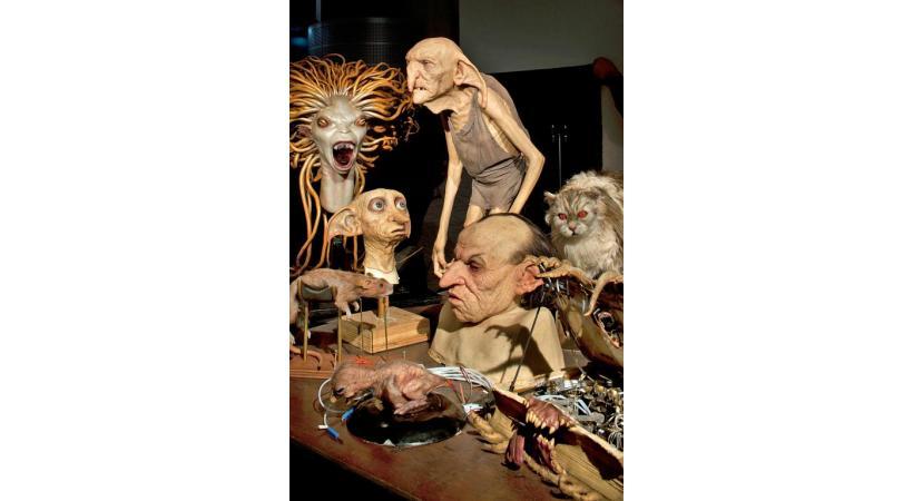 L'étonnant travail des plasticiens, créateurs de masques.