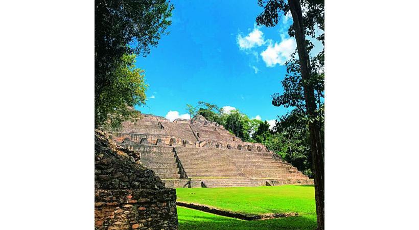 Caracol est le plus grand site maya du Belize. Il se situe au cœur de la jungle. BONAVITA