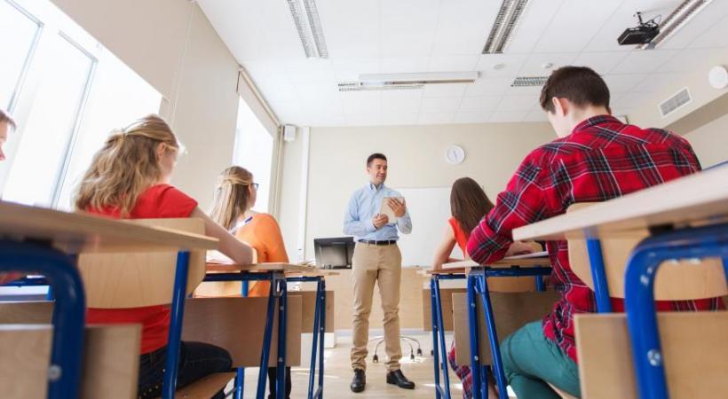 500 à 600 enseignants intérimaires garantissent la pérennité de l'enseignement dans le canton . 123RF