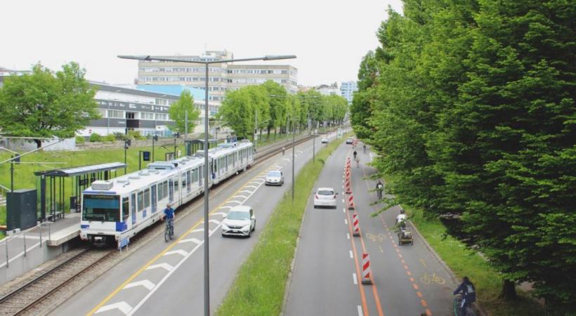 Image de synthèse présentant un aménagement urbain temporaire sur l'axe centre-ville et  campus universitaire de Dorigny, tel que proposé par l'ATE Vaud et Pro Velo. DR