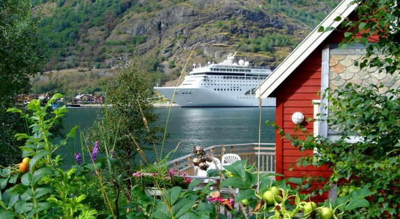 Au sud de la Suède, la campagne se donne des airs de conte de fées. Bergen, l'une des plus belles escales norvégiennes, dont un quartier est classé par l'Unesco. Geiranger, en Norvège, est particulièrement propice au trekking. KONTIKI