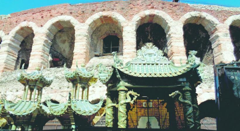 Les décors de Turandot flirtent avec les arènes dédiées au bel canto.
