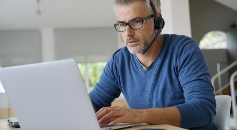 Une surveillance permanente par des logiciels espions est réputée attenter à la santé des travailleurs. 123RF