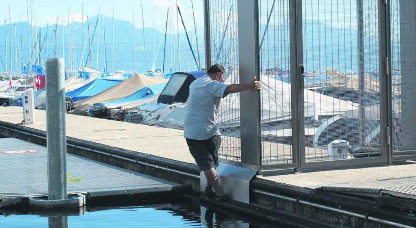 Facile de se glisser sur les pontons en dépit des protections posées.