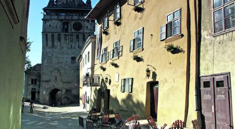 La tour horloge et la maison de Dracula.
