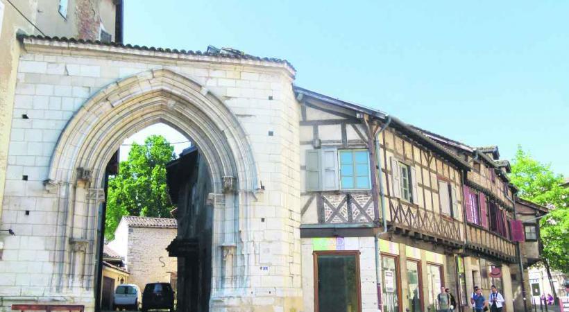 La porte des Jacobins, à admirer lors d'une visite à Bourg-en-Bresse