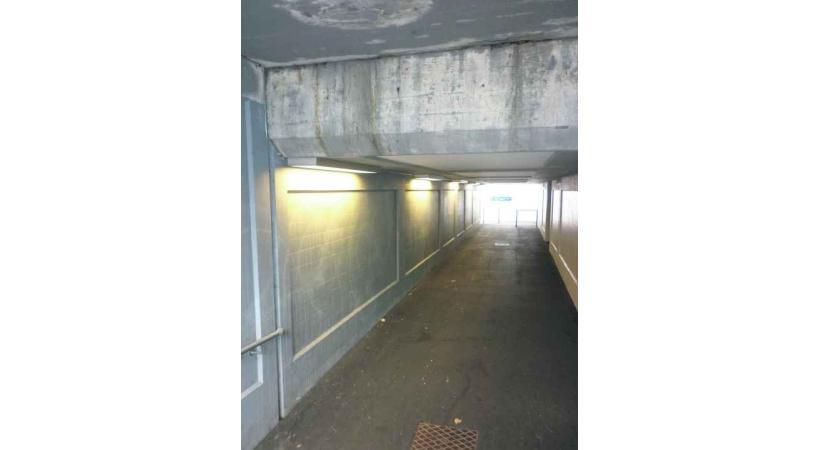 Les murs du passage sous-voie, une cible privilégiée.